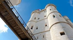 You can download maps.me for your android or ios mobile device and get directions to the castle château de nantouillet or to the places that are closest to you Paris Ausflug Nach Vincennes Mein Frankreich