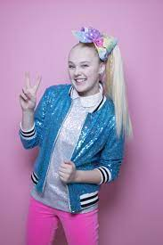JoJo Siwa comes out as gay? Her T-shirt ...