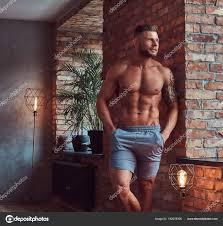 Hezký Vousatý Muž Elegantní Vlasy Tetování Paži Shirtless šortkách