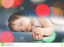 Süßes Schlafen Des Neugeborenen Babys Auf Einem Weißen Bett Nachts