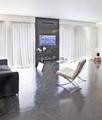Besonders die kombination fußboden in betonoptik mit echten holzmöbeln wertet die raumatmosphäre ungemein auf. Bodenbelag Aus Beton Vorteile Und Nachteile Im Uberblick