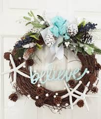 diy lush holiday beach wreath with star fish and pearls via sanddollarlane