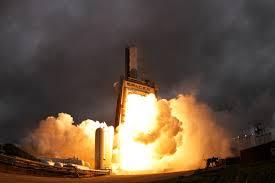 картинки облако дым Огонь Ракета костер высокая температура  облако дым Огонь Ракета костер высокая температура Взрыв Запускать Сжигать Пламя контрольная работа Топливо Стартовая площадка