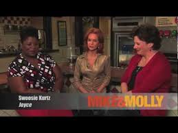 "Cleo King interview with ""Moms"" from the hit CBS sitcom Mike & Molly -  YouTube"