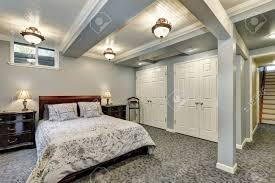 Grau Schlafzimmer Interieur Im Erdgeschoss Mit Massivholzmöbeln