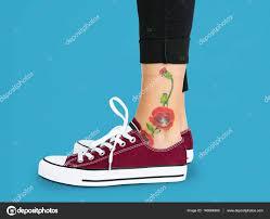 цветок татуировки на лодыжке стоковое фото Rawpixel 140084900