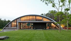 AKSARBENT  Ex supermodel Lauren Hutton lives in a Quonset HutShe has more than one on her  acre Santa Fe property  Below is another home  not Hutton    s    a Quonset hut wing in the Hamptons  the Arc House