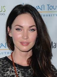 megan fox kept her makeup look simple at the 2016 maui film festival with a sweep metallic eyeshadow