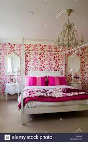 Weiße Schlafzimmereinrichtungen Bett Im Schlafzimmer Mit