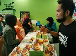 Meet And Greet With Teuku Wisnu Di Outlet Malang Strudel Cabang