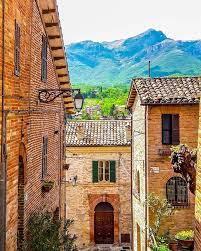 Marche Tourism - Ecco Sarnano, su cui sventola la Bandiera... | Facebook