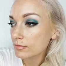 metallic eyeshadow tutorial using pops of blue for fall