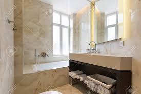 Exklusive Moderne Weiße Badezimmer Interieur Mit Glasdusche