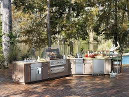 viking s outdoor kitchen combines the complete line of the brand s outdoor appliances inlcuding built in