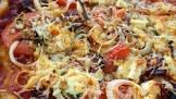 auberge chorizo  goat s cheese and onion pizza   thin crust