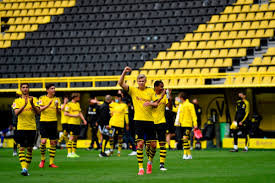 Dortmund supporters pull off another amazing tifo! Borussia Dortmund Stars Salute Yellow Wall Following Schalke Victory Despite It Being Empty With No Fans In Attendance
