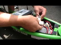 how to change replace battery on a electric razor scooter e200 how to change replace battery on a electric razor scooter e200