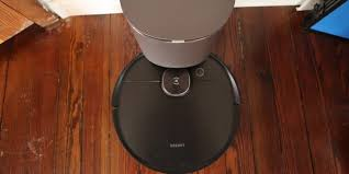 <b>Ecovacs Deebot</b> Ozmo <b>T8</b> AIVI robot vacuum and mop review 2021