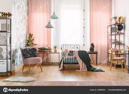 Knoten Kissen Auf Rosa Sessel Pastell Mädchen Schlafzimmer