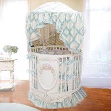 Bella Rose Round Crib with Rose Appliqu