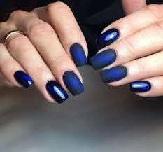 Jasný Nehtový Design V Modré Barvě