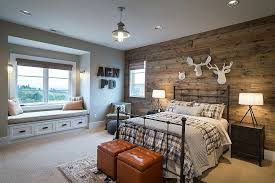 smart reclaimed wood wall brings a hint of cabin style to the modern bedroom design