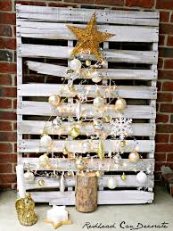 easy pallet ornament tree