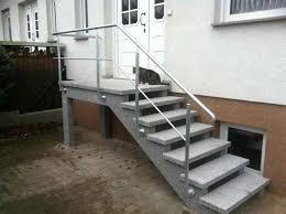 Moderner hauseingang freitragende eingangstreppe aus granit. Aussentreppen Aus Granit Oder Waschbeton