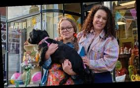 The fact that tracy beaker's mum is in bridgerton. Tracy Beaker Cast Who Is In The Cast Of My Mum Tracy Beaker Characters Return For Sequel The Great Celebrity