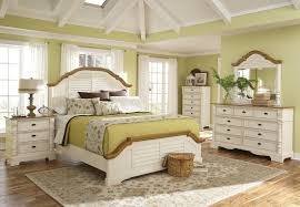 Image High Gloss Classic Look At Earth Tones Coaster Furniture White Bedroom Furniture Fine Furniture Pinterest Classic Look At Earth Tones Bedrooms Bedroom Bedroom Sets