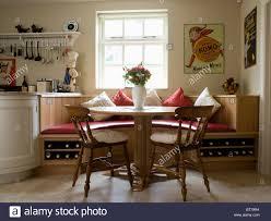 Runder Tisch Und Holzstühle In Küche Esszimmer Mit