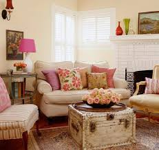 Country Chic Living Room Ideas With Antique Turnk Table