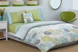 grüner und blauer tröster bett ideen