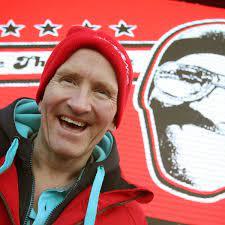 Eddie the Eagle spricht im Interview über seine Karriere und den Film über  sein Leben als Skispringer