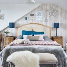 why do we love wood effect wallpaper