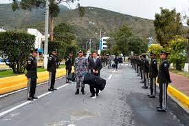 380 hombres y 80 mujeres ingresaron como cadetes a la Escuela Superior de  Policía – Ministerio de Gobierno