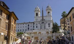 Roms beliebtester treffpunkt ist die spanische treppe, eine der bekanntesten sehenswürdigkeiten der stadt. Warum Die Spanische Treppe Rom Ihren Namen Tragt Alle Infos 2020