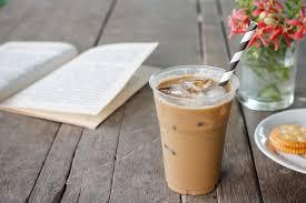 Memanfaatkan celah pasar ribuan gelas es kopi susu kini bisa dijual tuku dalam sehari, omzetnya juga sudah ratusan juta rupiah per bulan. Rekomendasi Es Kopi Susu Kekinian