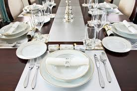 Setting A Dinner Table White Table Setting Ideas Home Design Ideas