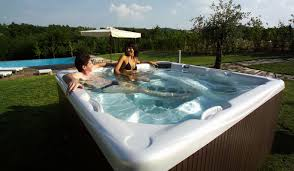 how to keep your hot tub clean