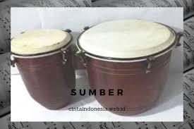 Berdasarkan nada yang dihasilkannya, alat musik dibedakan menjadi 3 macam, yaitu alat musik melodis, alat musik harmonis, dan alat musik ritmis. Pengertian Musik Tanjidor Sejarah Fungsi Alat Musiknya