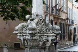 File:Fontaine des Quatre-Dauphins 20100508 Aix-en-Provence 2.jpg -  Wikimedia Commons