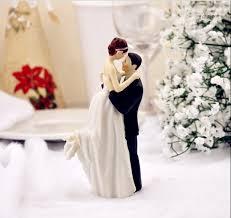 True Romance Groom Mengangkat Pengantin Figurine Resin Wedding Cake