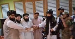 فيديو.. شقيق الرئيس أشرف غني يبايع طالبان