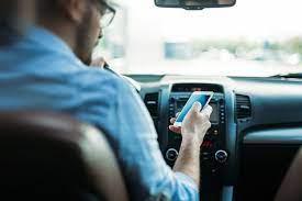 Untuk memberi tanda bahwa kita sedang dalam keadaan darurat d. Ingat Mengemudi Sambil Main Ponsel Lebih Bahaya Dari Pengaruh Alkohol