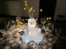 Image of: Contemporary Centerpieces For Weddings Wtih Floral Concept