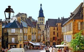 A ne pas rater le magnifique village de sarlaten Dordogne