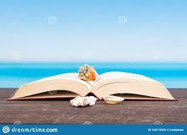 Mer Tropicale Vue Du Bateau Livre Sur La Table Lecture Et Détente Des  Vacances Photo stock - Image du panneau, photo: 144172522