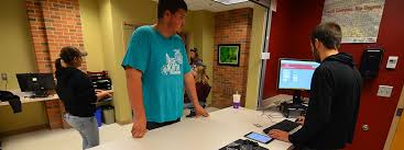umc students getting help at the computer help desk