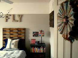 Bedroom:Inspired Travel Theme Badroom Decor With Wooden Palle Headboard  Also Paper Map Wall Art